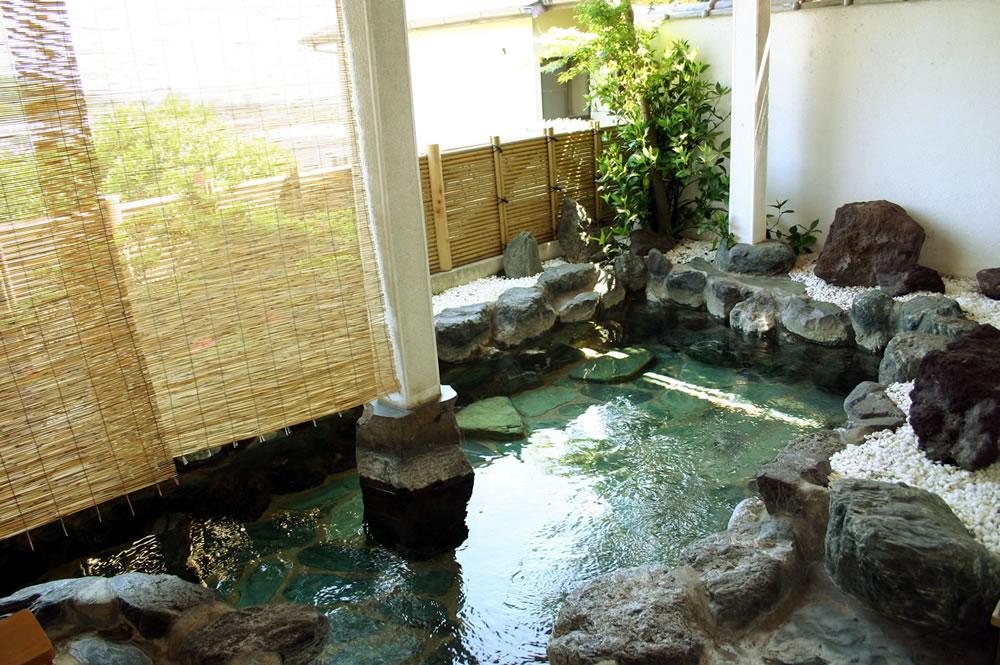 鯛納屋の露天風呂